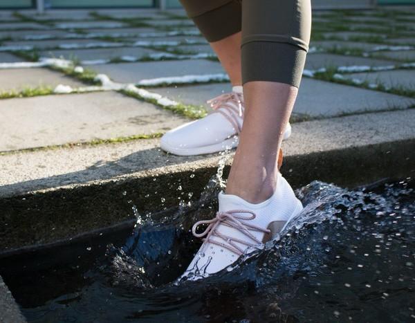 Vessi Footwear 全球首對防水針織運動鞋_女裝coverphoto