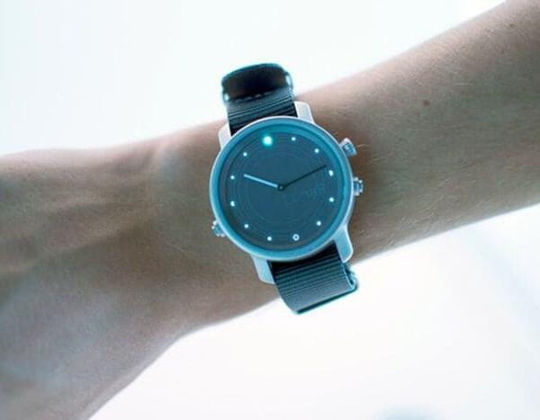Lunar 首款 太陽能充電 智能手錶3