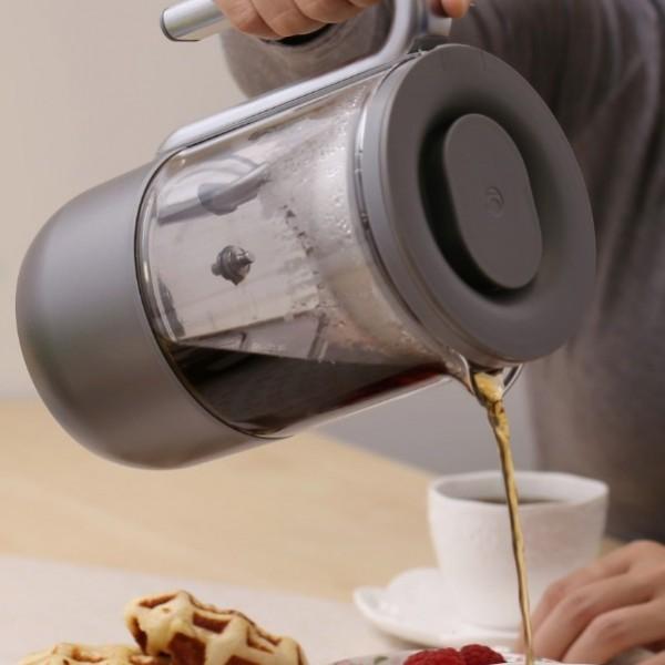 pouring tea (1) (1)