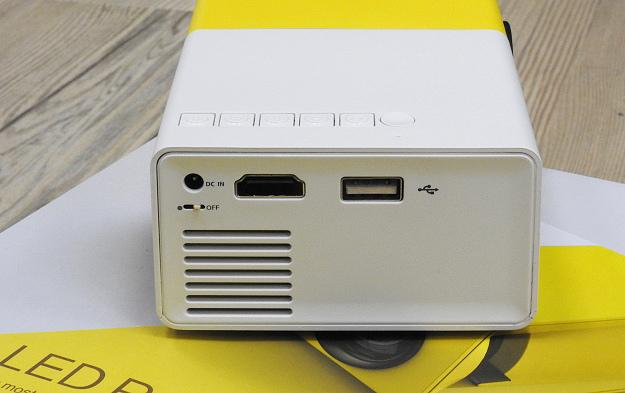 YG300手機大小投影機9
