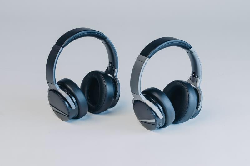 SHIVR headphone