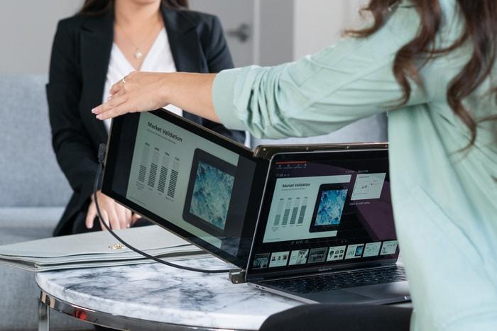 美國 TRIO 隨身 外置三屏顯示器44