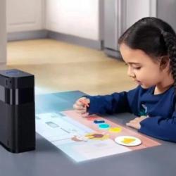 Hachi Infinite M1 採用多點觸控技術,觸感靈敏非常靈敏。仲主打超短焦投影,配備桌面投影和牆面投影兩種模式,近距離觀看效果仍然能呈現清晰畫面