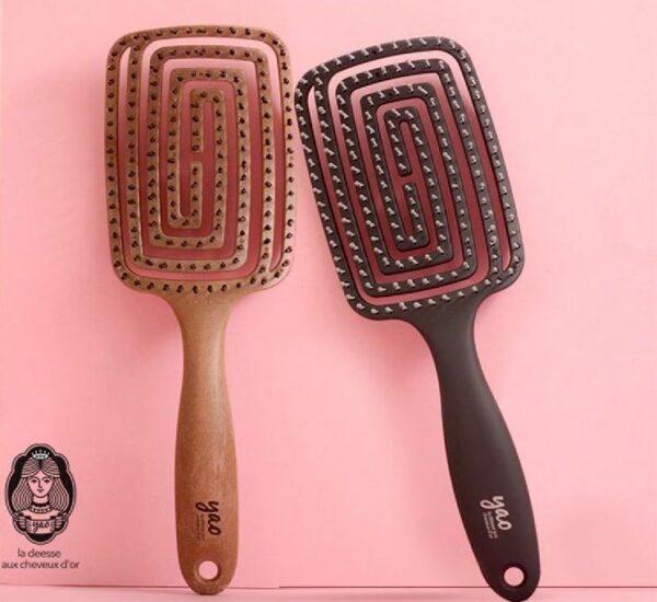 韓國 YAO 麻藥鏤空按摩梳,採用專利鏤空背板設計,有更佳的通風效能,更快吹乾濕頭髮!它同時可以刺激頭皮血液循環又有防靜電功能,按摩同時更頭髮更貼服。