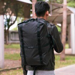 台灣UNO Carry on 重裝萬變隨身袋 獨家專利四合一設計可放大縮小,輕易切換手提旅行袋、掛肩袋、斜孭袋及背囊。