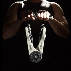 OYO NOVA 是隨身健身裝置,可做超過100個動作,鍛鍊全身肌肉