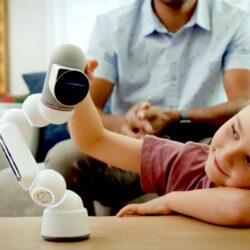 Clicbot 編碼學習機械人,擁有1000 種結構/功能設置、可組合成多元機械人或工具,更能自行編碼,讓小孩的 STEM 學習變得有趣