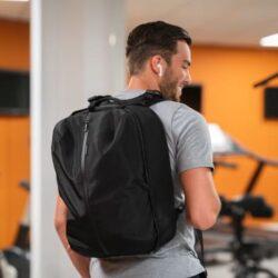 商務與健身兼備的XD Design全新Flex系列,一袋多用時尚設計,輕鬆靈活應付各種場景。備有可擴展的收納隔層,容量可達24公升,讓你妥善地將商務物品和健身裝備分隔
