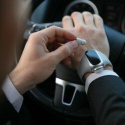 Wearbuds Pro為第一款智能手錶內存無線耳機的創新產品,兩個耳塞都可以完美地放置在健身追踪腕帶中,該腕帶還可以在不需要攜帶充電盒的情況下為耳塞充電