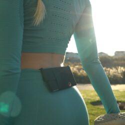 美國 One80Pouch 隱形 小物收納夾,彈性設計不但可放手機,甚至多達8張信用卡,更附RFID保護