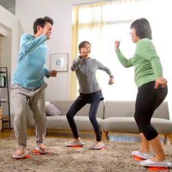 只需跟著 APP 或品牌的網上教學頻道,就可以一邊看電視,一邊跟著風摩全韓國的大熱塑身舞步消耗卡路里~