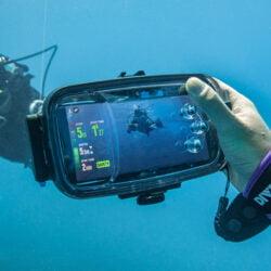 Diveroid 是為水下攝影愛好者和潛水員度身訂造的3合1 深潛專用 手機防水殼;將手機變身為為潛水電腦錶、攝影機、及照片記錄日誌
