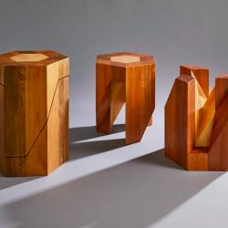 日本職人寄木細工雙人木凳 Yosegi 使用日本箱根的傳統技藝 - 寄木細工技術 打造出來,優雅的設計具有無限的可變性,適合併營造出不同的心情。