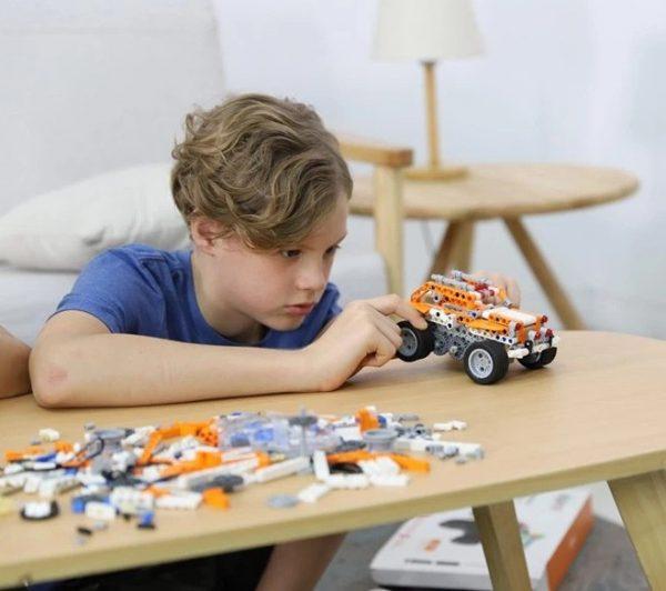 積木可拼成多款機械可動裝置,俾小朋友發揮唔同嘅創意,輕鬆培養STEM綜合能力。