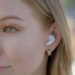 由日本品牌研發,專為小耳朵設計的耳機 Vie Petite 真無線藍牙耳機,特有的旋轉式矽膠耳套,確保無縫貼合唔同人的耳道