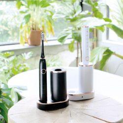 淨淨刷是一款模組化的電動刷,殺菌烘乾、無線充電、便攜,居家出國都超方便的模組化多功能電動刷具組。它讓你更有效率、更輕鬆地完成頸部以上的保養,甚至連口腔到臉部皮膚都可以一併呵護。淨淨刷 不只是一隻聲波震動牙刷,同時也是潔面儀,一起用『淨淨刷』靜靜養成牛奶肌與亮白美齒吧!