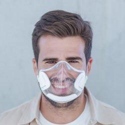 JelliM1 外形前衞,高透明可讓人互相看見外,就算戴住佢用face id解鎖電話都冇問題,口罩還附有過濾功能。