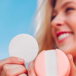 來自丹麥品牌 LastObject 出咗一款可重複使用1000次既化妝棉 LastRound,幫你慳水又慳力